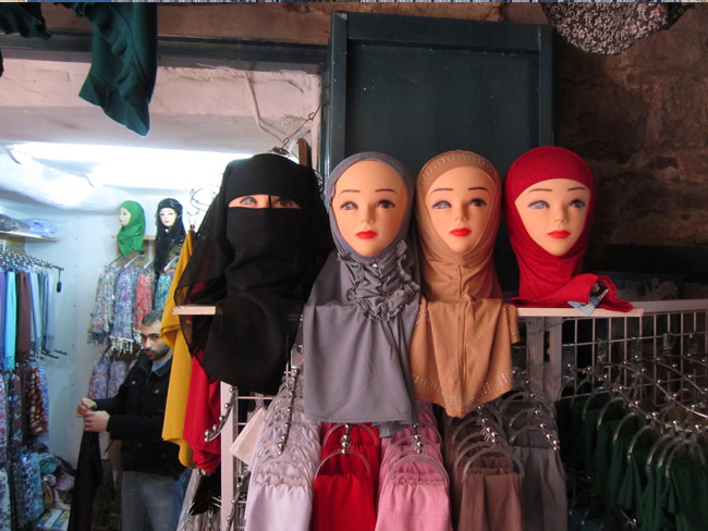 Choose your headcovering style in the Moslem Quarter