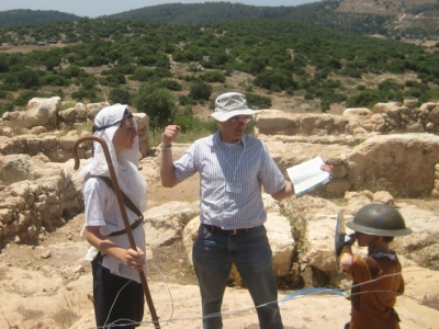 Rehearsal for reenacting the David and Goliath story at Khirbet Qeiyafa